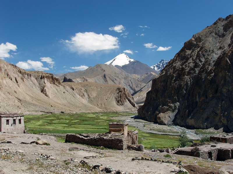 Kang Yatse Peak overlooking Markha Valley